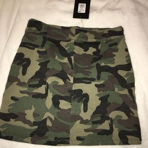 Fashion nova camo skirt NEW with tags